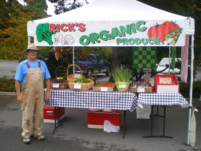 Granpa_s_produce_stand_and_sign